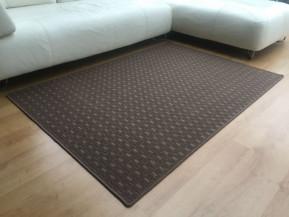 Kusový koberec Valencia hnědá